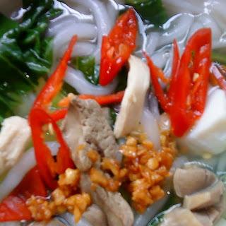 Rice Noodle Soup [Bee Thai Bak Soup] Recipe