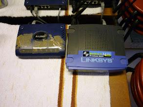 Photo: A finn ADSL-t a cellux tartja össze, a routert meg le kell kapcsolni, mert az albérlőtárs retteg az agyráktól