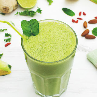 Melon & Kale Green Smoothie [vegan].