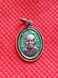 พระเหรียญเม็ดแตง เนื้อเงินลงยาเขียวร่องแดง หลวงพ่อแช่มฯ วัดฉลอง ภูเก็ต ปี2512 แท้ สวยสมบูรณ์ อีกหนึ่งอริยะสงฆ์ที่ไทย/เทศ ศรัทธานับถือกว้างขวาง แท้ สวยสมบูรณ์ รับประกันทุกกรณี