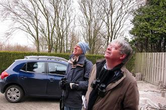 Photo: Heer Henk en Ton op zoek
