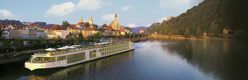 Viking-River-Cruise.jpg - Viking Forseti sails France's Bordeaux region.
