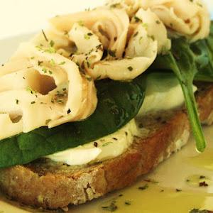 Mozzarella Bruschetta with Spinach and Chicken