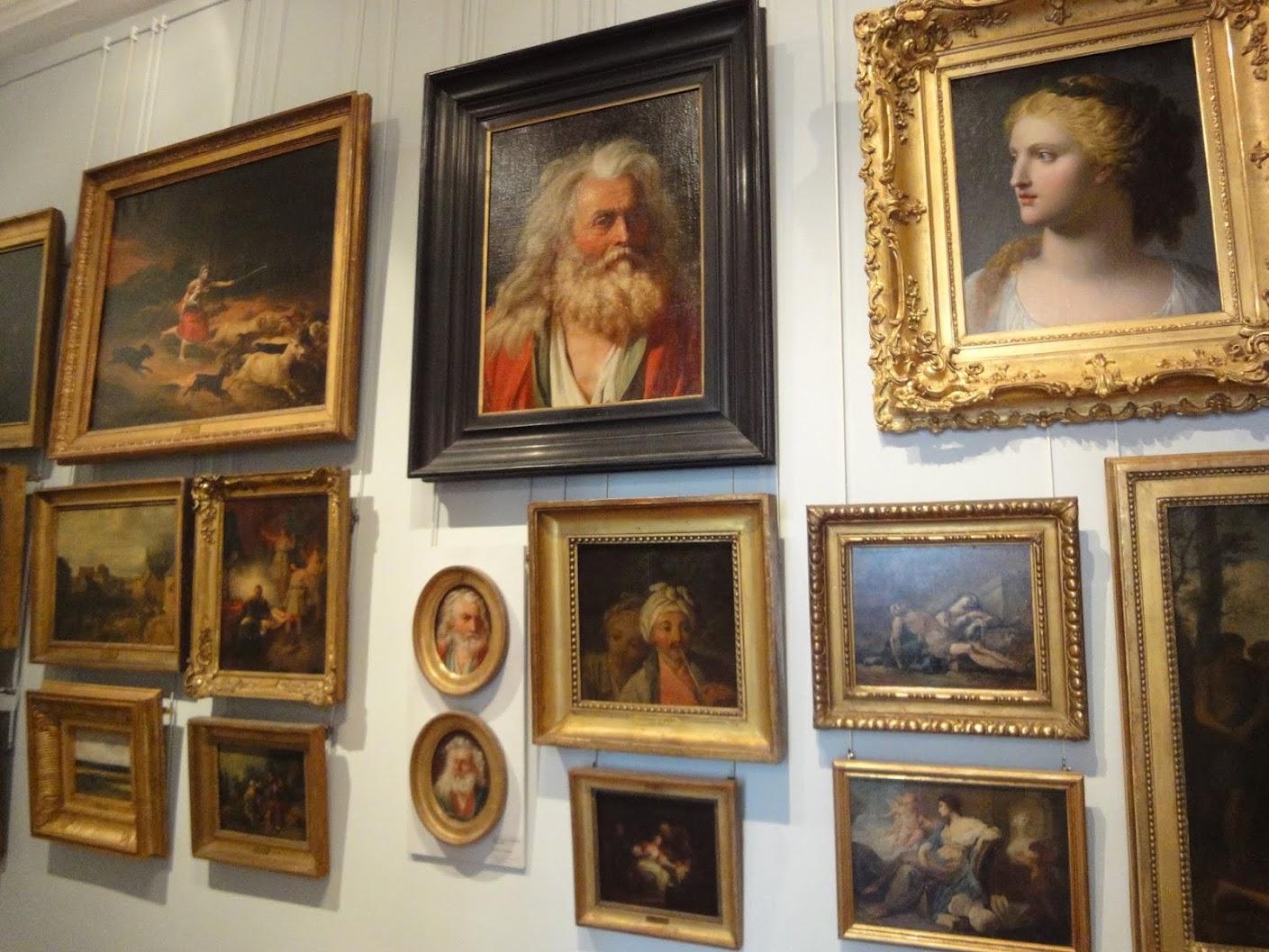 Salle des tableaux au Musée Magnin à Dijon