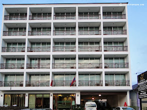 Photo: Hotel in Vientiane with Balconys
