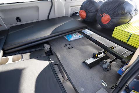 ベッドボードと鉄製支柱の位置関係