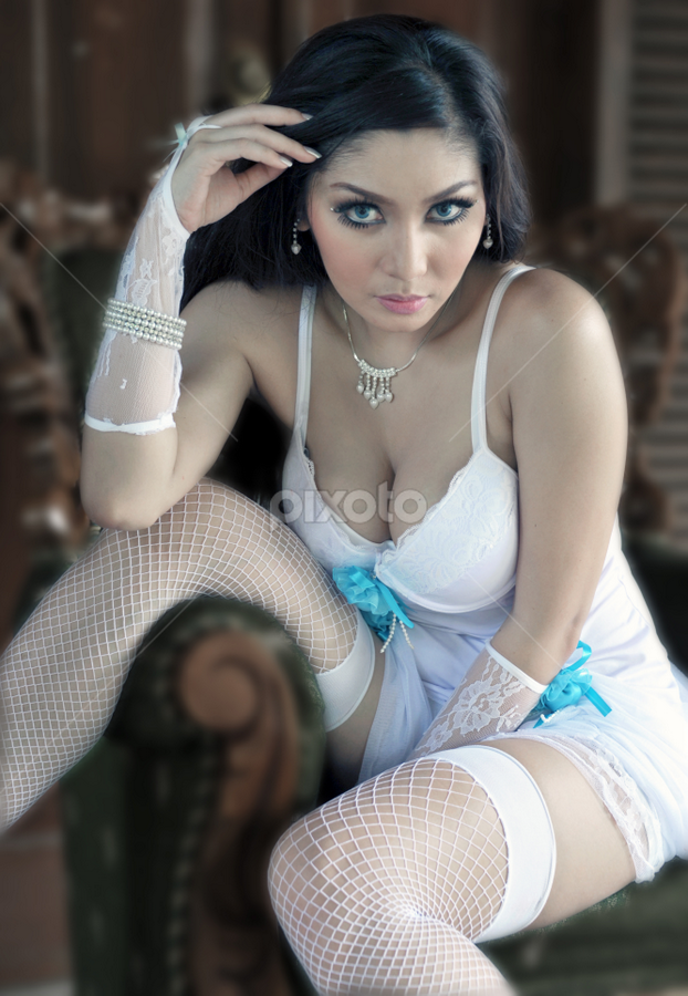 Is it me you looking for by Yongki RS - People Portraits of Women ( @jakarta )