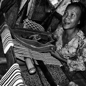 Sasak Weaver by Benny De - People Portraits of Women