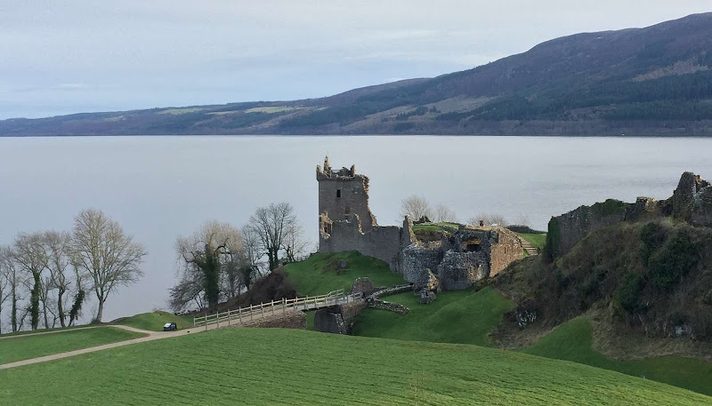 Scotland castle ruins by sea | Krys Kolumbus Travel