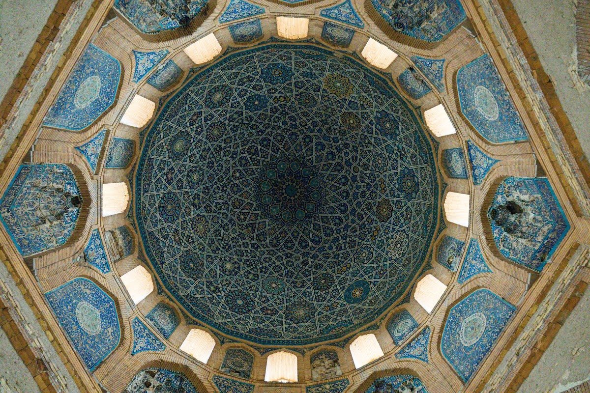 How to Travel Turkmenistan: Transit Visa 5-Days Itinerary // Kunya Urgench Turabek Khanum Mausoleum Ceramic Ceiling