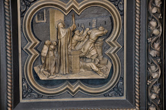 Photo: St. Clare holding the Host to drive away the invaders