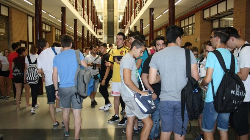 Miles de alumnos se presentan a la Selectividad en la provincia.