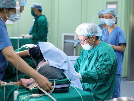 Phương pháp đẻ không đau, gây tê màng cứng có thật sự an toàn