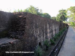 Photo: Benteng Sombaopu, dibangun pada tahun 1525. Lokasi : Desa Sombaopu, Kecamatan Barombong, Kab.Gowa, Indonesia. http://nurkasim49.blogspot.co.id/2011/12/ii.html