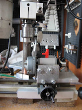 Photo: Diviseur monté onpeut constater que le percage se fait avec un porte à faux important par rapport aux glissières du transversal, au perçage même en douceur flexion du mandrin