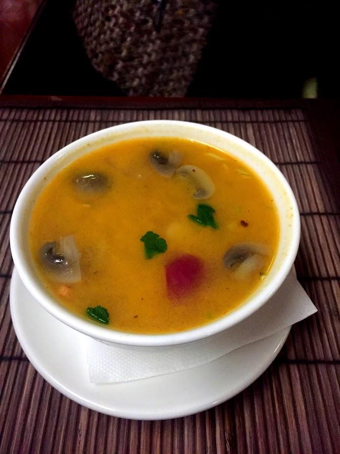 Суп Том Ям Кунг, средней остроты с креветками (Tom Yam)