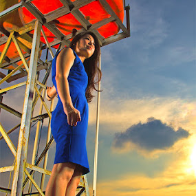 ROOFTOP SUPERWOMAN by Ronz'da Dezign - People Portraits of Women ( cool n superious emotions )