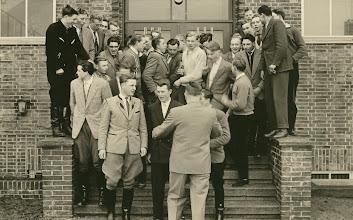 Photo: Entlassung 1958 Aufstellung mit dem Schulleiter