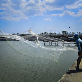 Fisher Man by Shohibul Huda - People Street & Candids ( indonesia, candid, fishing, fisherman, people )
