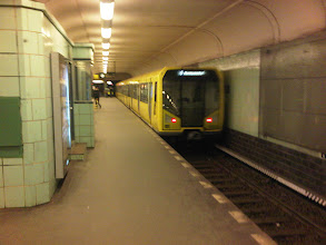 Photo: Hello Right Now from Leinestraße U-Bahn Platform