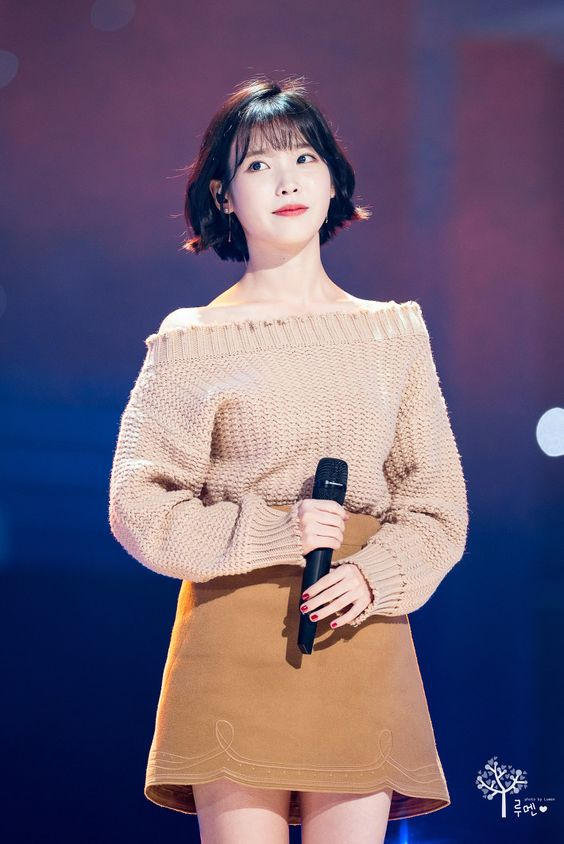IU sweater 39