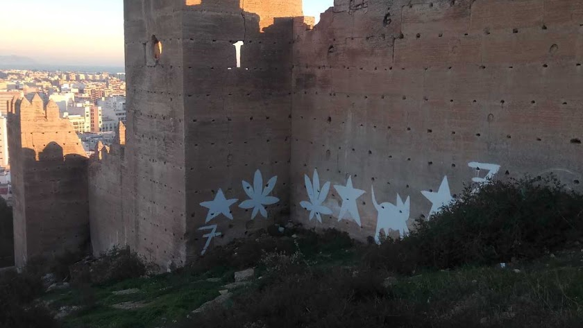 Pintadas aparecidas en la muralla de San Cristóbal.