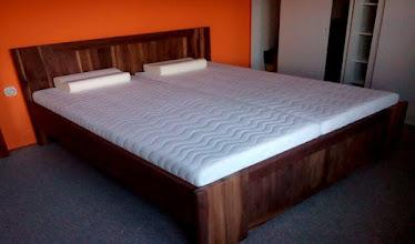 Photo: manželská postel-masivní ořech