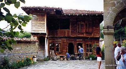 Photo: Zheravna, binnenterrein van de Heilige Nicolai kerk | Inner yard of the Holy Nicolai church.  www.loki-travels.eu