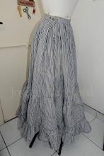 Photo: Petticoat vitoriano ( para bustle ou sem armação) em algodão listrado com ajuste de altura. R$ 300,00.  Site: http://www.josetteblanchardcorsets.com/  Facebook: https://www.facebook.com/JosetteBlanchardCorsets/  Email: josetteblanchardcorsets@gmail.com josetteblanchardcorsets@hotmail.com