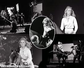 """Photo: A filmagem de uma das cenas com cavalos de """"Marnie"""", onde se usou back projection e uma esteira para o cavalo cavalgar."""