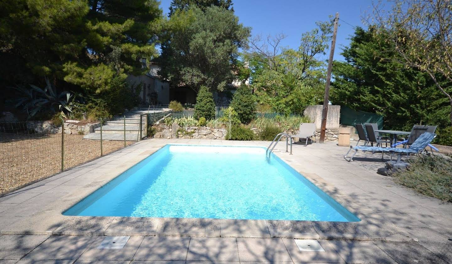 Property with pool and garden Paradou