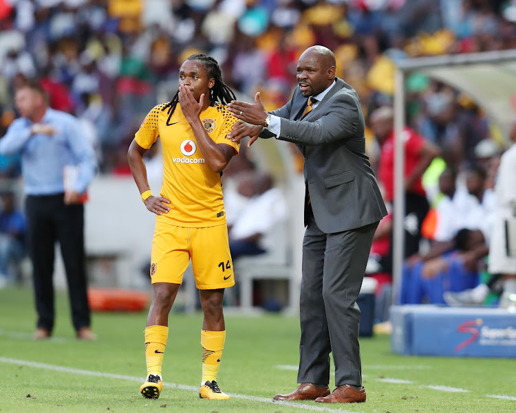 Kaizer Chiefs head coch Steve Komphela in a discussion with veteran midfielder Siphiwe Tshabalala during the Absa Premiership match against SuperSport United at Mbombela Stadium, Mpumalanga South Africa on 06 January 2018.