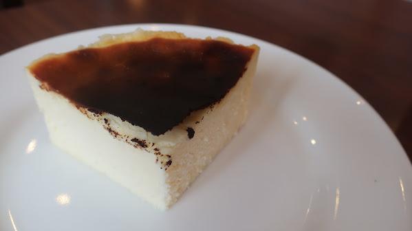 『Buono Buono (ボーノボーノ)』のバスクチーズケーキ