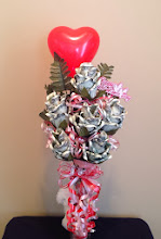 Photo: moneyroses in a vase with a huggy bear for Valentine's Day