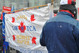 Photo: Retirees from the Canadian Auto Workers (CAW) show their support for Steelworkers Local 1005.