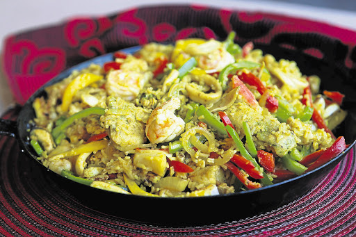 The chef xoliswa ndoyiya xoliswa ndoyiya makes mostly traditional food for nelson mandela but her cookbook also contains recipes from other cultures such as the seafood paella forumfinder Image collections