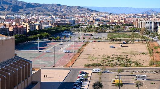 Una 'lengua' de cultura, deporte   y ocio en la Avenida del Mediterráneo