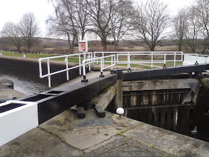 Photo: Canal locks near Woodlesford.