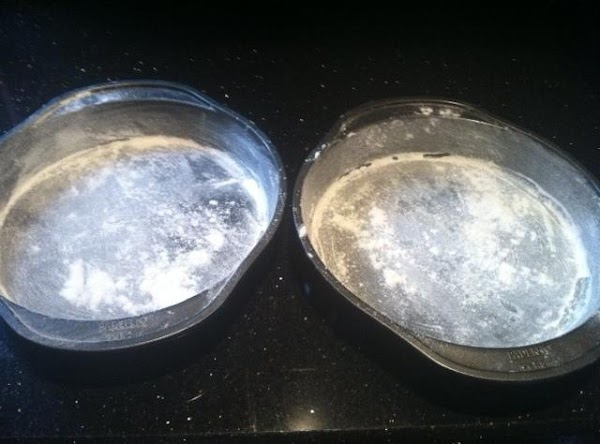PREHEAT OVEN TO 350... GREASE N FLOUR 2 ROUND CAKE PANS