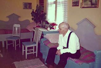 Foto: Farfar, Edvard Kangas. Fotot taget någon gång på 1980-talet.