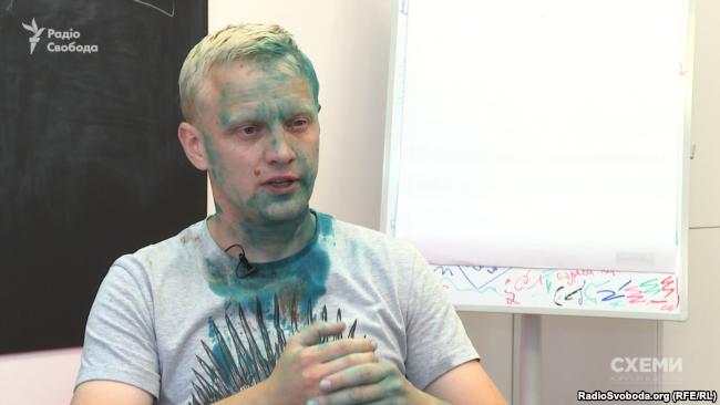 Активіста Віталія Шабуніна облили зеленкою під час мітингу під САП