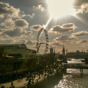 The breakthrough  by Raymond Fitzgerald - City,  Street & Park  Skylines ( sky, london, exposure, clouds, water )