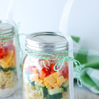 Mason Jar Pasta Salad Shakers.
