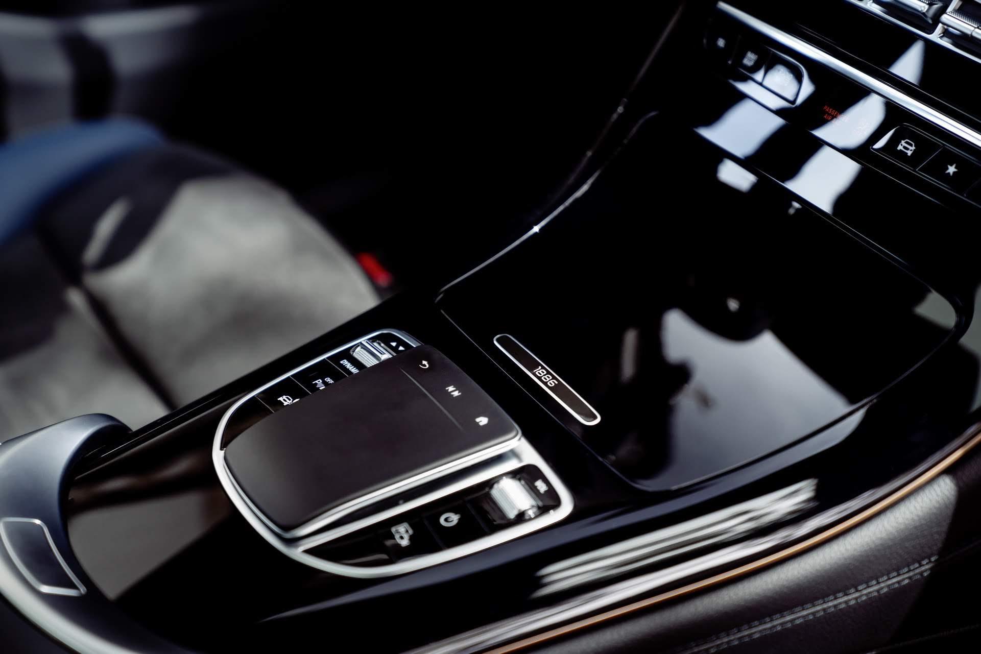 Mercedes EQC, центральная консоль