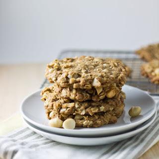 Macademia Oatmeal Cookies