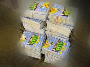 Photo: Trên 200 cuốn Đặc San được phân phát đến tất cả quan khách hiện diện trong buổi Dạ Tiệc.