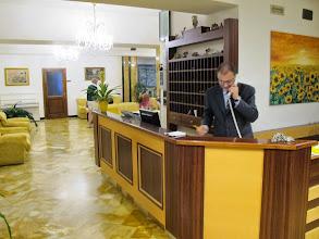 Photo: It.s4HR12-141008Sant'Agata, hôtel-restaurant O'Sole Mio, accueil  IMG_5797