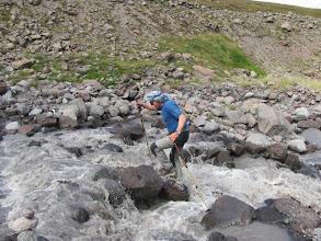 Photo: Rainer bei der Flußüberquerungssimmulation