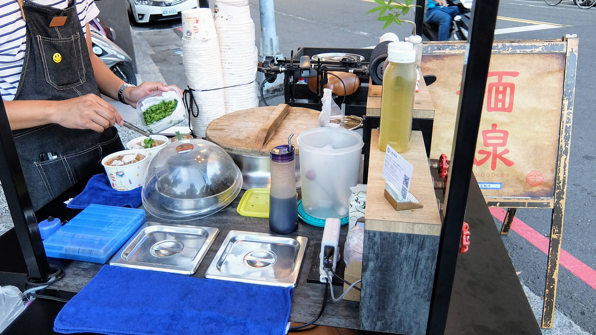 就小小的餐車,也就賣麵線糊和飲料...