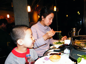 Photo: naughty baby son, warrenzh 朱楚甲, owner of warozhu.com, refused shooting during buffet. his mom, emakingir busy with dining.